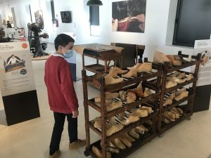 Chicos en museo