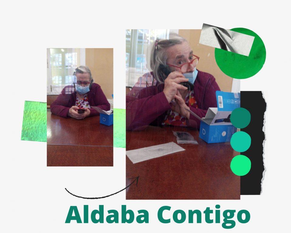 Persona mayor hablado por teléfono