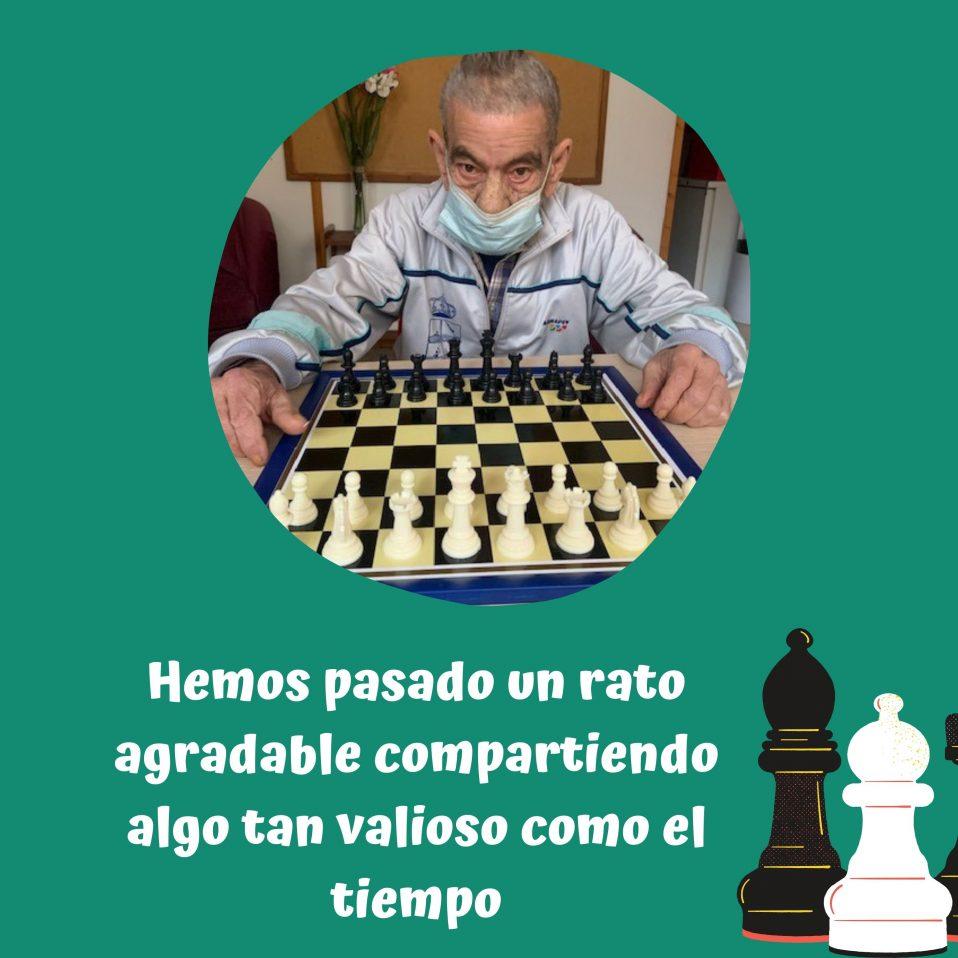 Persona jugando al Ajedrez