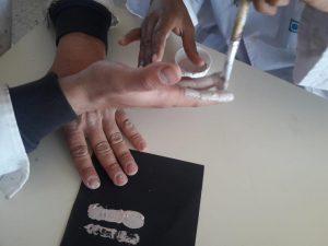 Dedos pintados
