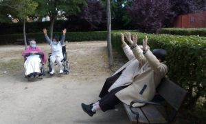 Foto personas haciendo ejercicios
