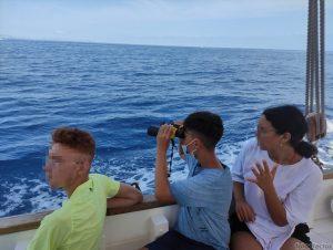 Chicos en barco